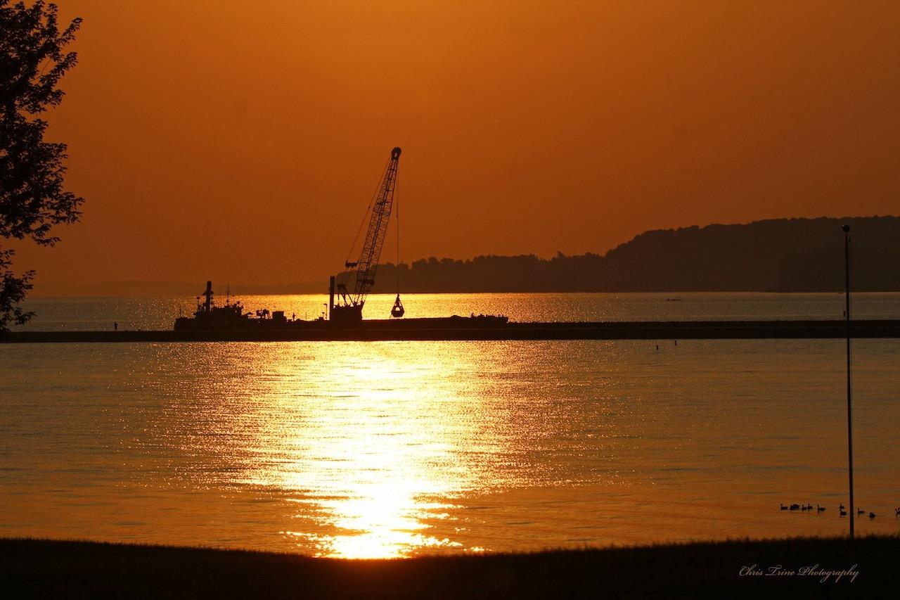 Sunday morning sunrise along Lake Ontario (photo)
